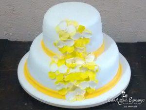 bolo-dois-andares-flores-amarela