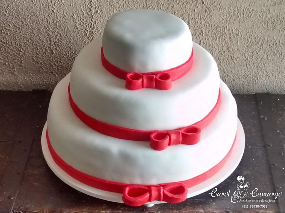 bolo-laco-vermelho-tres-andares
