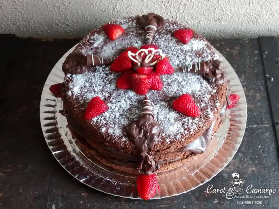 bolo-naked-chocolate-com-morangos